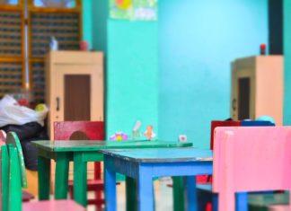 Stolik i krzesełka dla dzieci